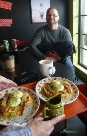 jamie and breakfast at Munchies