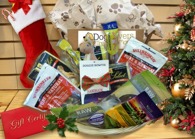 dog-lovers-treats-and-more-christmas-box-640x457