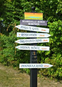 beamsville bench wineries sign