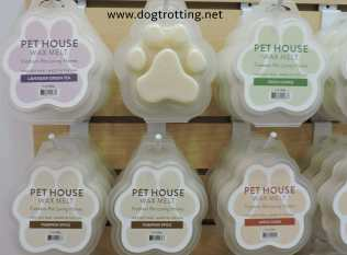 pet house wax melts in paw shape